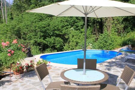 Apart.Poesia/ pool and garden/ near spa resort - Bagni di Lucca