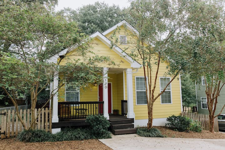 The Yellow House - 3 minutes from downtown!