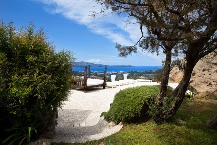 Luxury villa in Porto Rotondo with sea view.