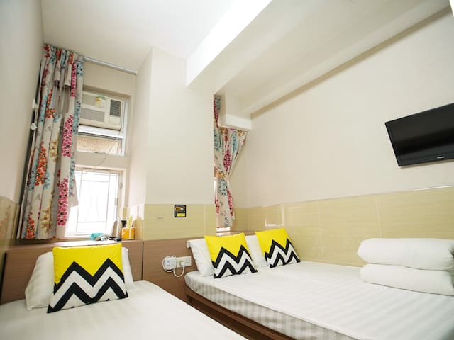 Triple Room (3 Pax) Near MTR (Private Bathroom)