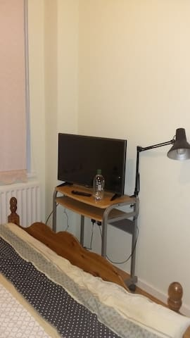I have one double room available - Newcastle upon Tyne - House