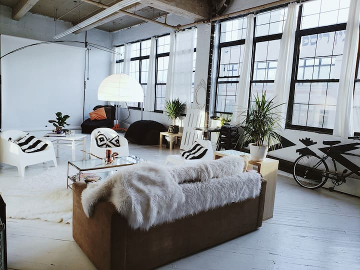 Large, Bright Loft FILMING ONLY/NO OVERNIGHT STAYS