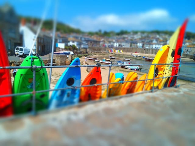 Mousehole Village Centre,  100 metres from sea - Mousehole - Hus