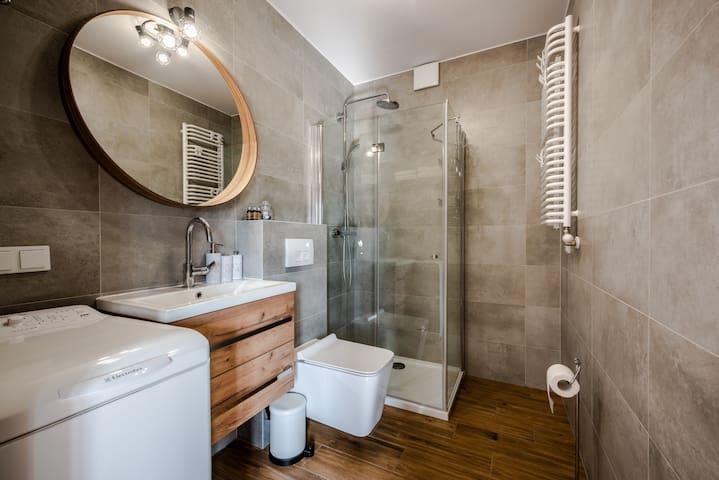 beautiful and comfy bathroom
