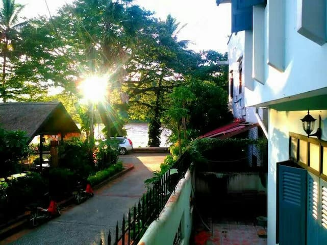 Viradesa guesthouse—triple room宽敞明亮的三人间 - Luang Prabang - Hus
