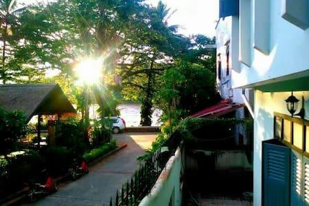 Viradesa guesthouse宽敞明亮的三人间 - Luang Prabang - Hus