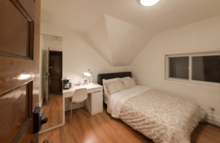 24-6 Private Bedroom by Subway Mins to NYC / WTC