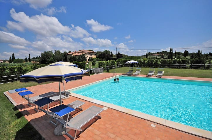Trilocali 6 pax Collemezzano con piscina - Cecina