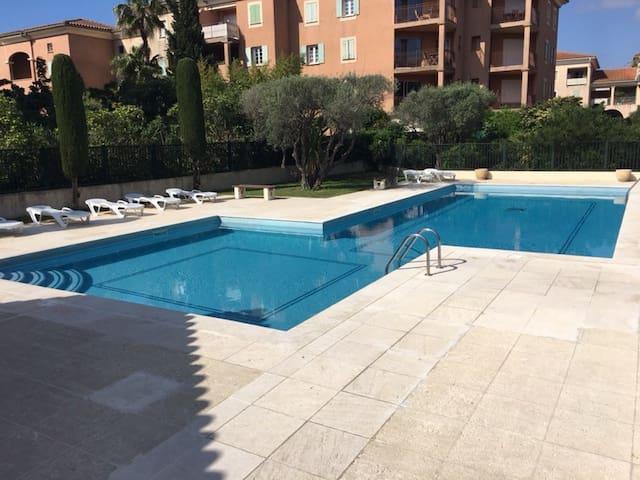 La piscine du Clos Ste Anne