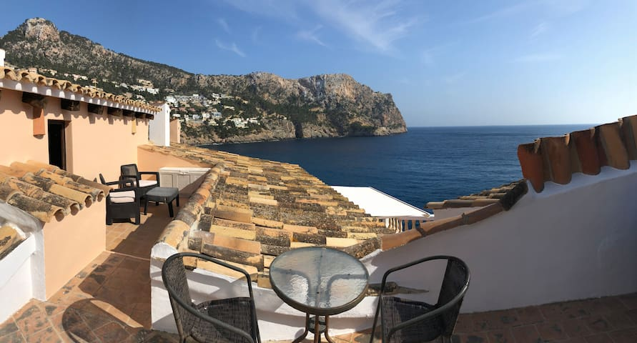 Studio with terrace with pool and sea access
