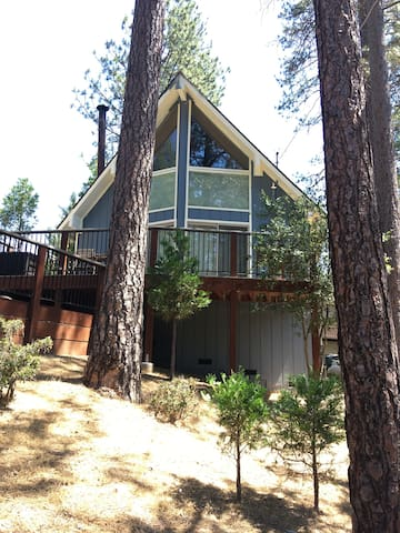 Pine mountain retreat cabins for rent in groveland for Groveland ca cabin rentals