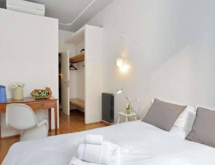 ห้องนอนขนาดเล็กและเรียบง่าย