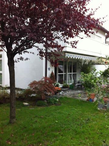 Ruhiges Gartenappartement - München - Wohnung