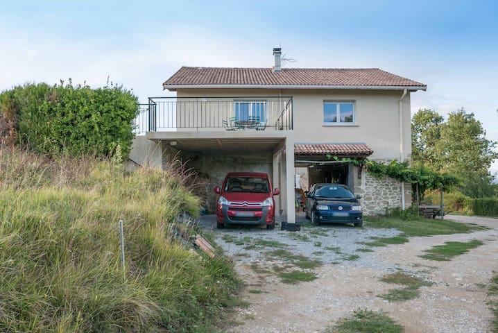 Maison au calme avec vue sur la montagne