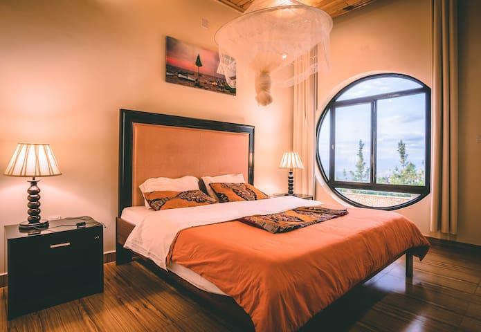 High Ground Villa: Mahoro 4- Room Apartment