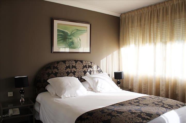 Albi Centre ville Confort Hôtel ****