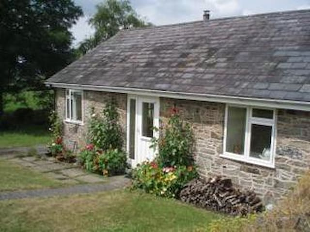 Converted Milking Parlour in Wye Valley - Howey - Bungalow