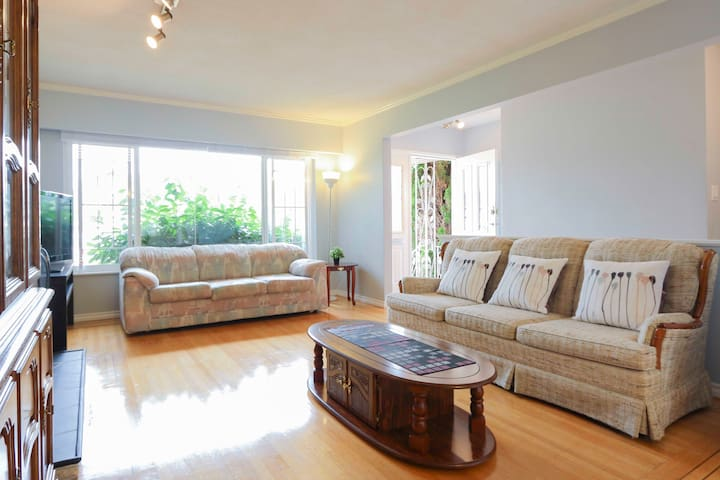 Bright and Beautiful 3 Bedrooms cozy House