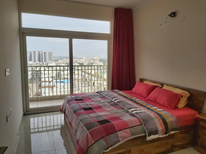 Three Bedrooms Apartment !!
