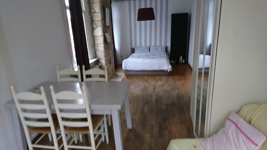 Studio apartment near Utrecht city centre