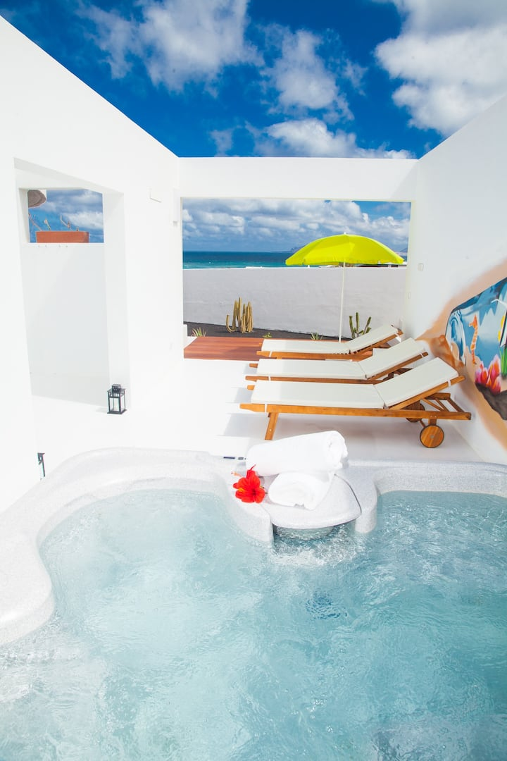 Villa con Jacuzzi on the beach