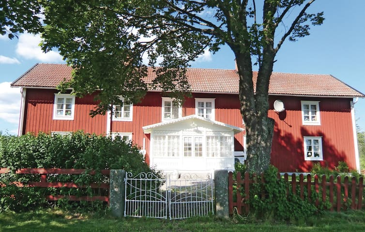 Former farm house with 4 bedrooms on 160 m² in Kristdala