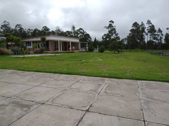 Terreno amplio, casa hermosa, diversas actividades