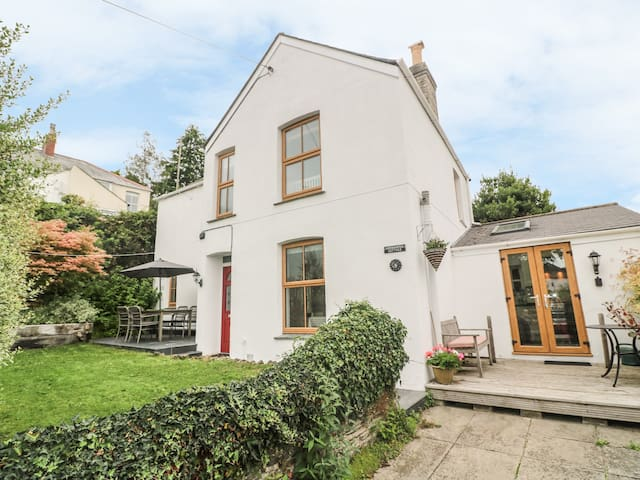 ASTRANTIA COTTAGE, family friendly in Lostwithiel, Ref 986933