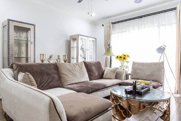 Classic and romatic queen bed room near wetland - Keysborough - House