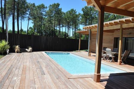 Villa piscine 6/7 personnes LACANAU ville - ラカノー