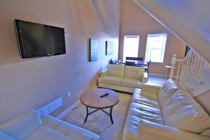 Room with en suite in unique loft-style apartment! - Thorold - อพาร์ทเมนท์