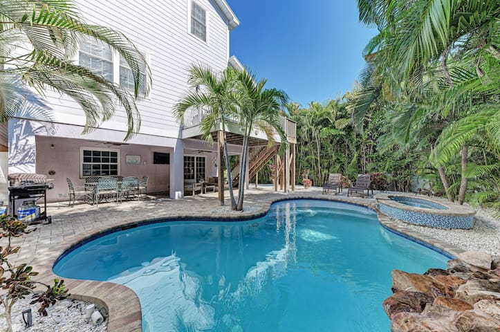 Large beach house w/ private pool & spa!