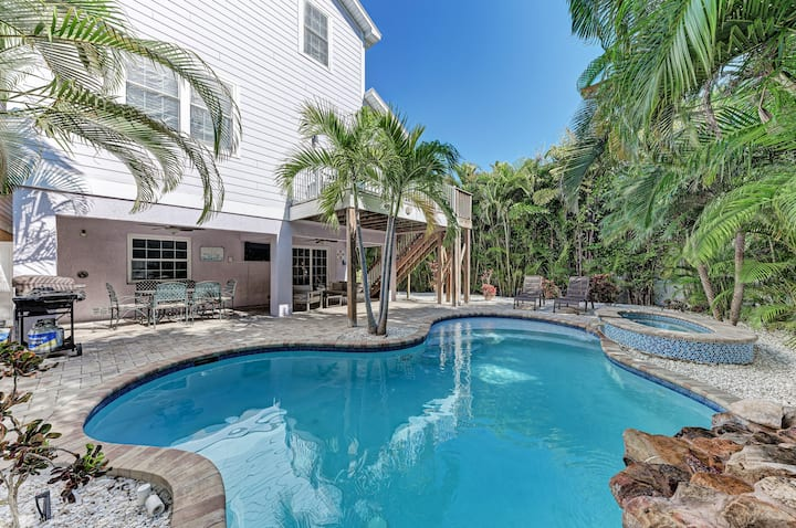 Large beach house w/ private heated pool & spa!