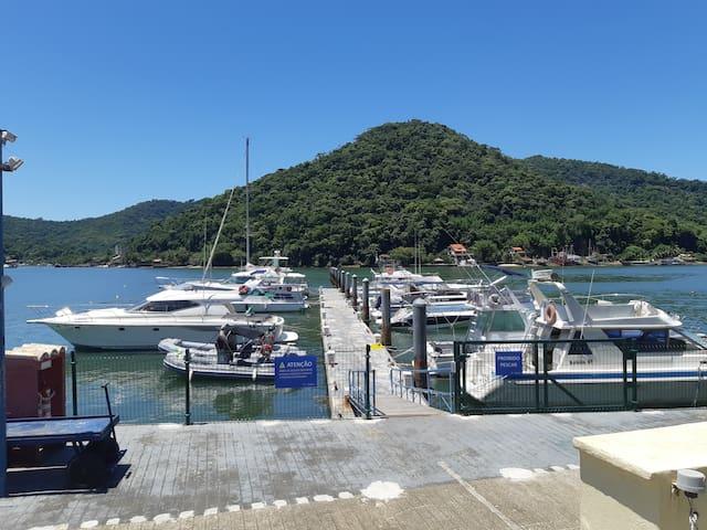 Flat em Itacuruçá de frente para o mar e a piscina