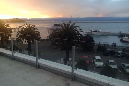 Luxury Waterfront Apartment, Port Nelson - Nelson - Lejlighed