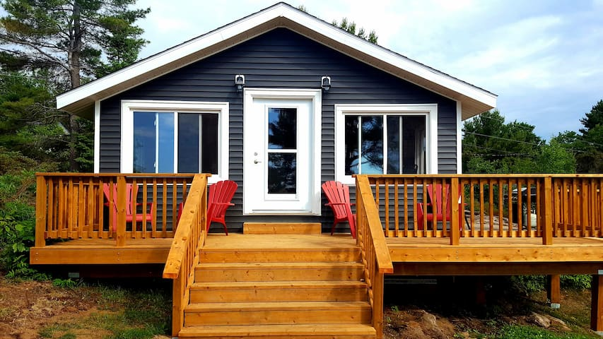 Classic Canadiana GBay Cottage