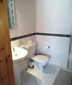 Lovely bright, clean ensuite double room