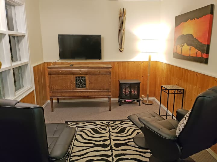 Reno Motel, Downtown Salmo -  #3 The African Room