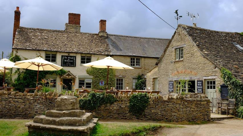 The Plough Inn, Kelmscott - Kelmscott - Wikt i opierunek