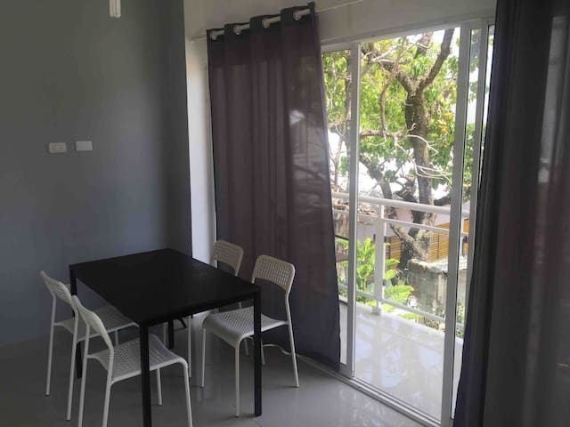 Centrally located cozy apartment near Alicia Beach