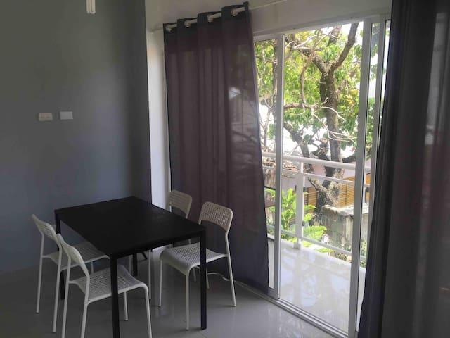 Centrally located cozy apartment near Alicia Beach