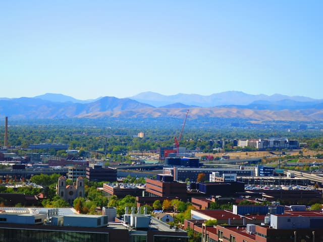 SHARED APARTMENT:  MOUNTAIN VIEW,  DENVER DOWNTOWN