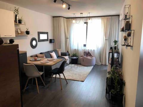 Flat By The River - in the heart of the city!
