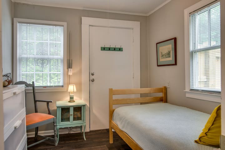 The cozy guest bedroom has a twin-size bed(off queen room)