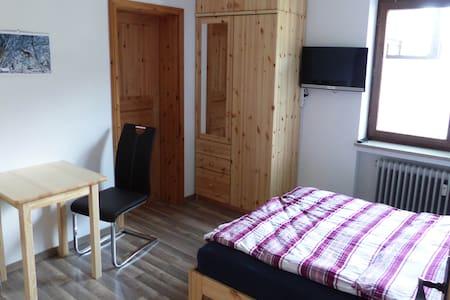 Hundefreundliches Appartement unter der Zugspitze - Ohlstadt - Apartamento
