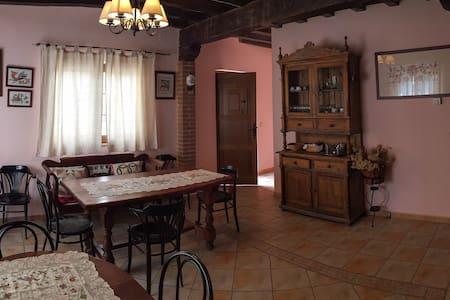 Casa rural con 5 hab. con baño incl - El Maíllo