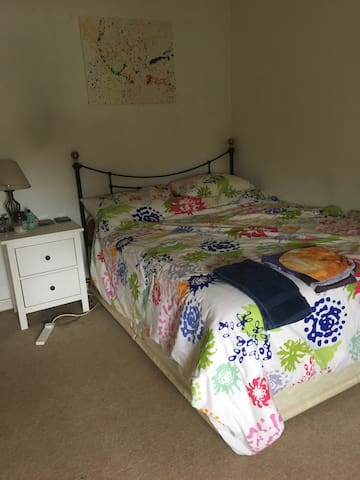 Large double room in a friendly family house
