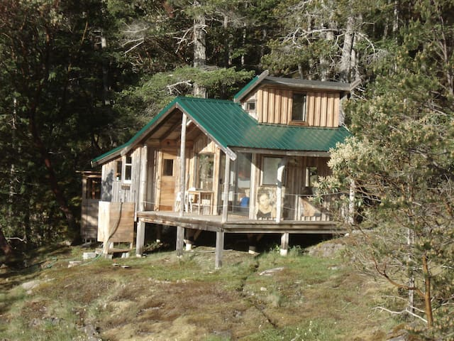 Spectacular Ocean View Cortes Island BC Cabin - Cortes Island - Cottage