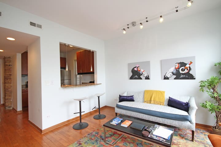 ★2BR WICKER PARK★ Near groceries, train, nightlife