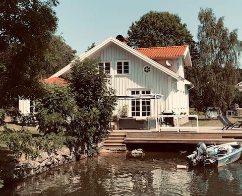 Amazing house next to the water in Trollhättan